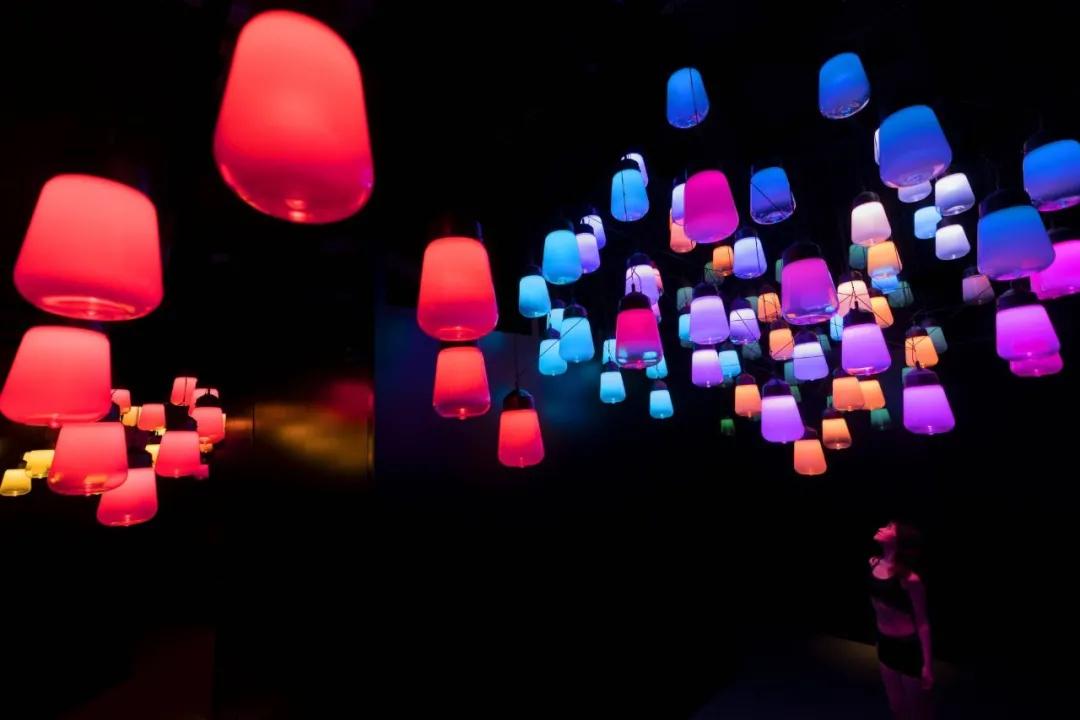 teamLab「三温暖」光影艺术展览活动策划提供了沉浸式的身心灵体验