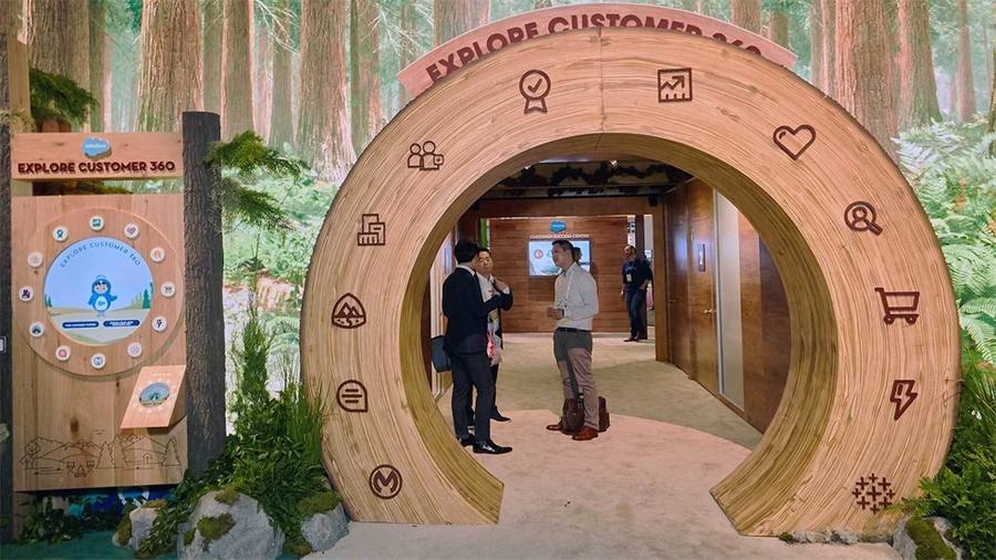 零售业大会上的这个展览活动策划了一个身临其境视觉刺激的体验